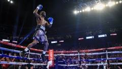 Terence Crawford Retains WBO Welterweight Title After Low Blow Stops Amir Khan