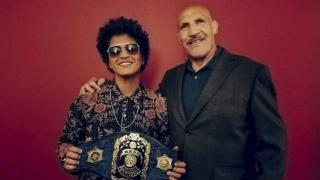 Grammy Winner Bruno Mars Met The WWE Legend He Was Named After